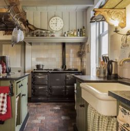 European Farmhouse Kitchen Decor Ideas 66