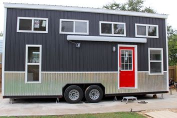 Tiny House Mansion 84