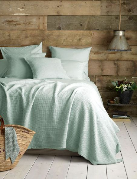 White And Pastel Bedroom 148