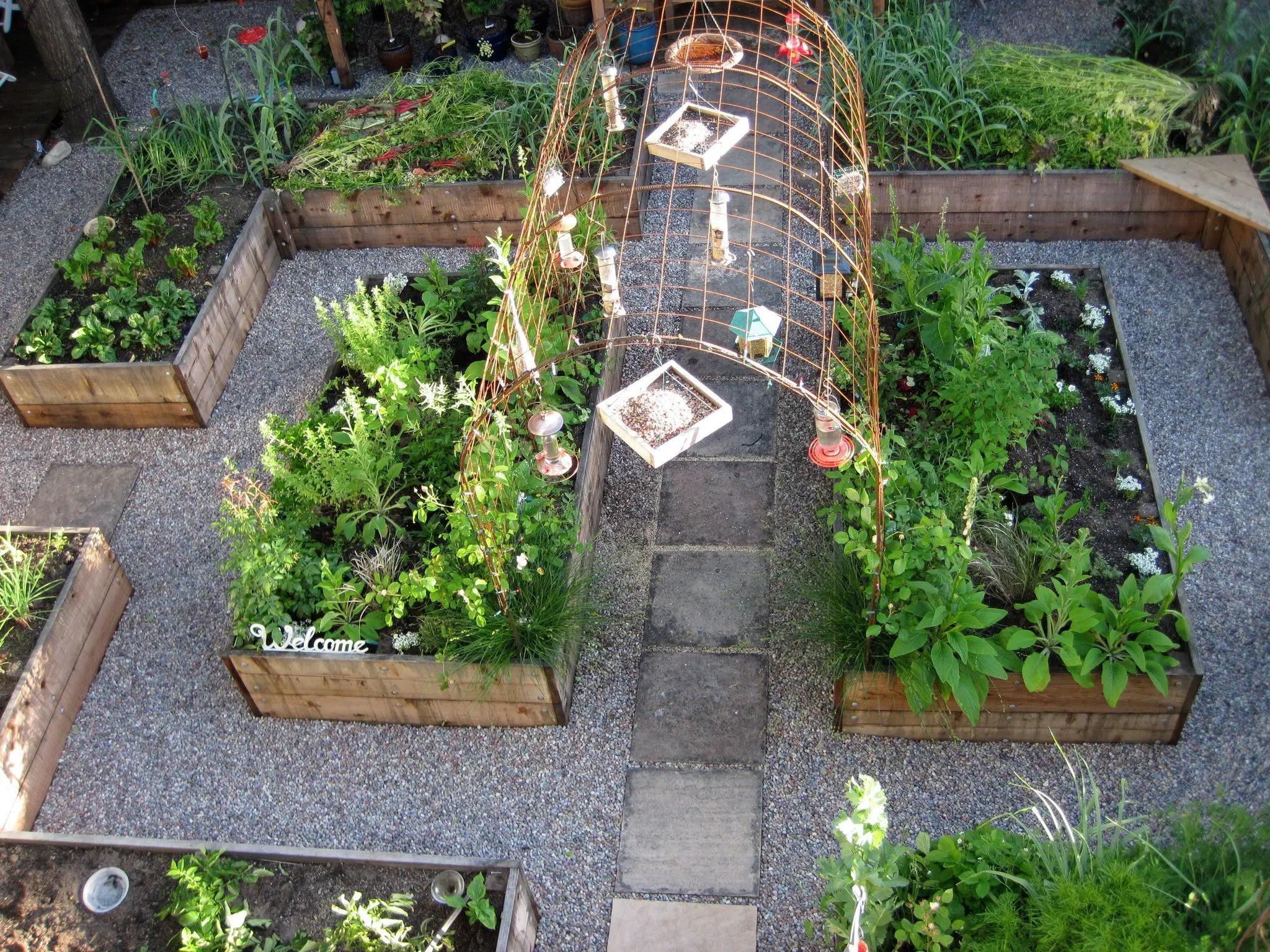 24 best crops for a potager garden decoratoo. Black Bedroom Furniture Sets. Home Design Ideas