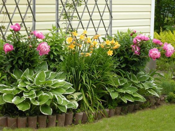 11 Inspirational Flower Garden Ideas For Backyard Simple ... on Flower Bed Ideas Backyard id=36360