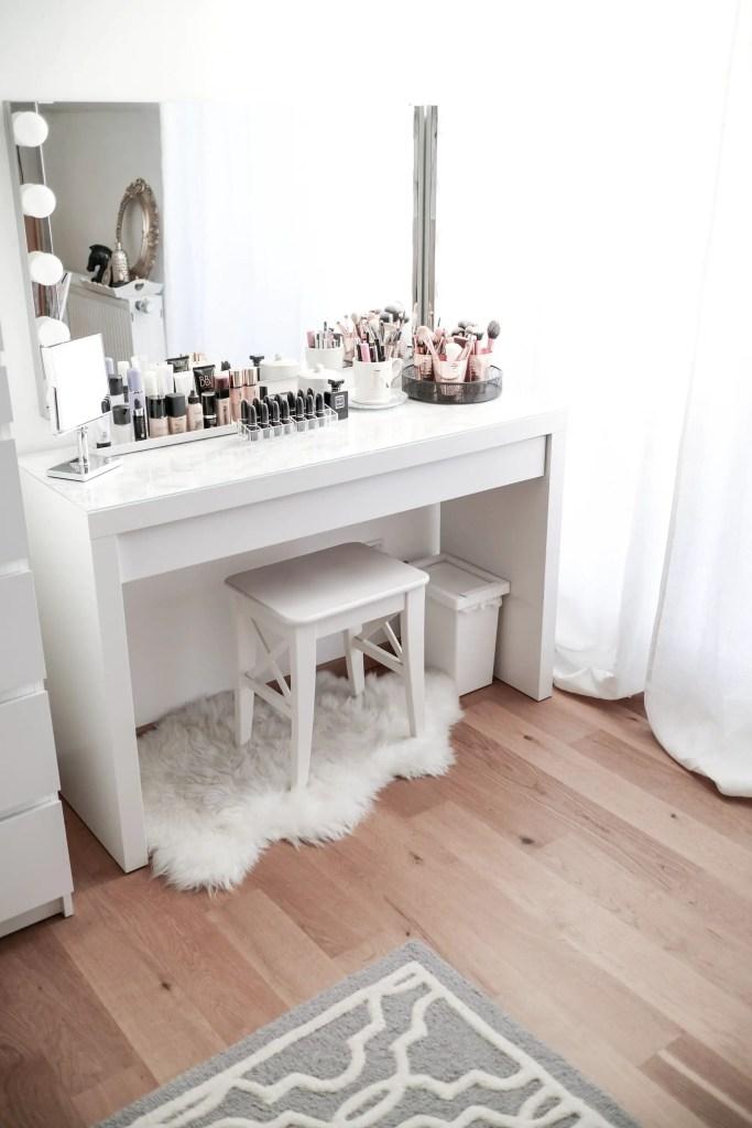 Makeup Stands 20