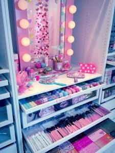 Makeup Stands 21