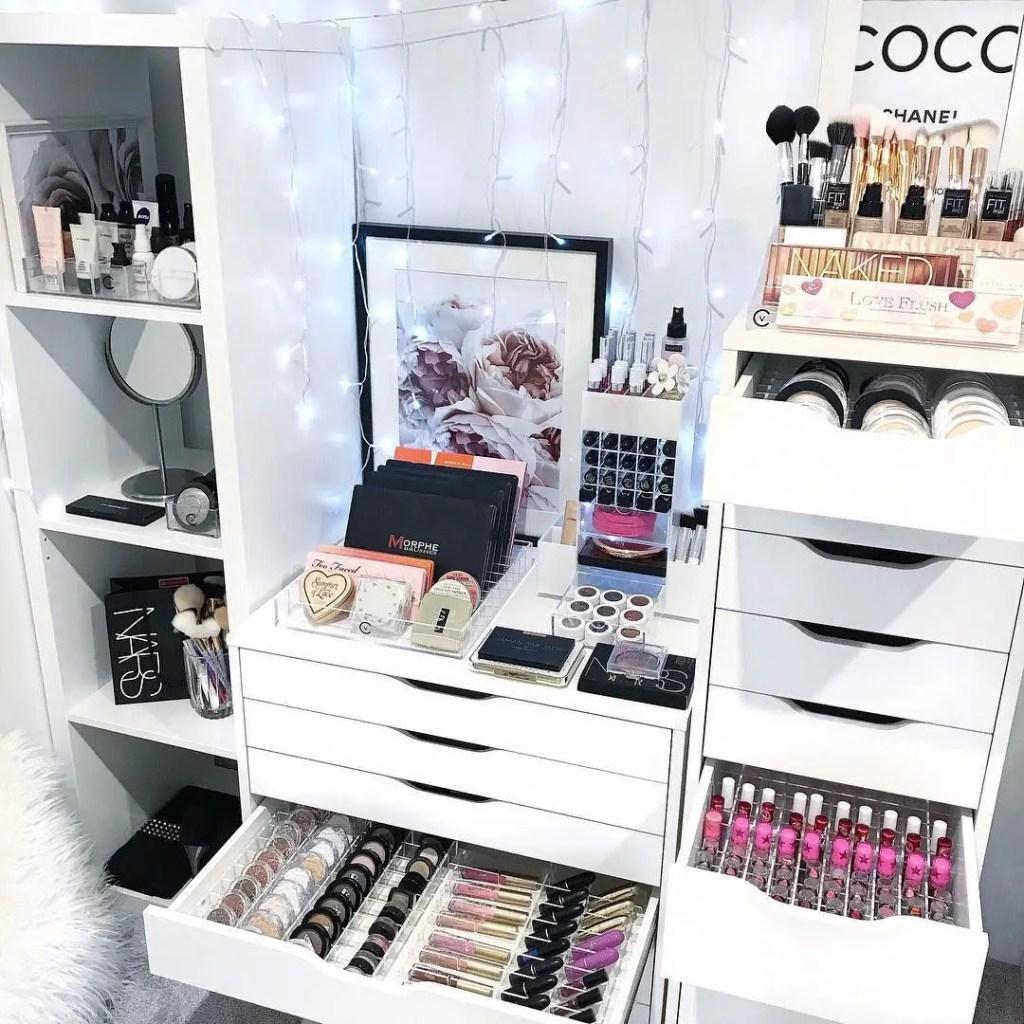 Makeup Stands 27
