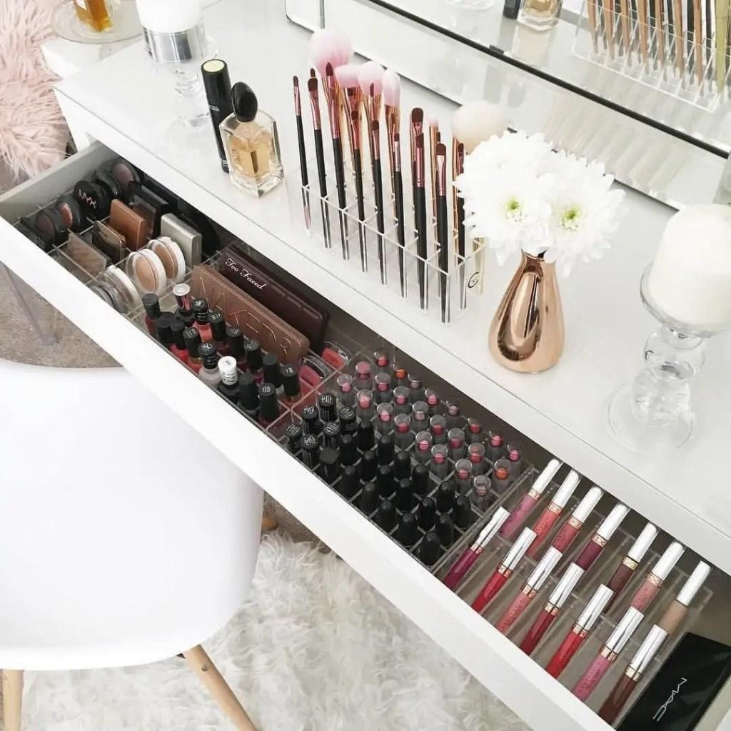 Makeup Stands 3