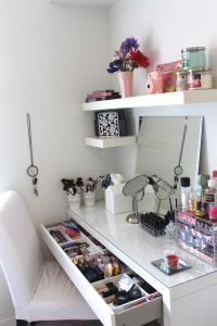 Makeup Stands 4