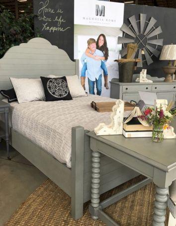 35 Stunning Magnolia Homes Bedroom Design Ideas For Comfortable Sleep 016