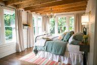 35 Stunning Magnolia Homes Bedroom Design Ideas For Comfortable Sleep 028