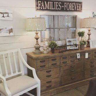 35 Stunning Magnolia Homes Bedroom Design Ideas For Comfortable Sleep 035