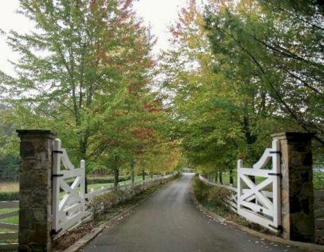 Country Farm House Driveway Entrance Gates