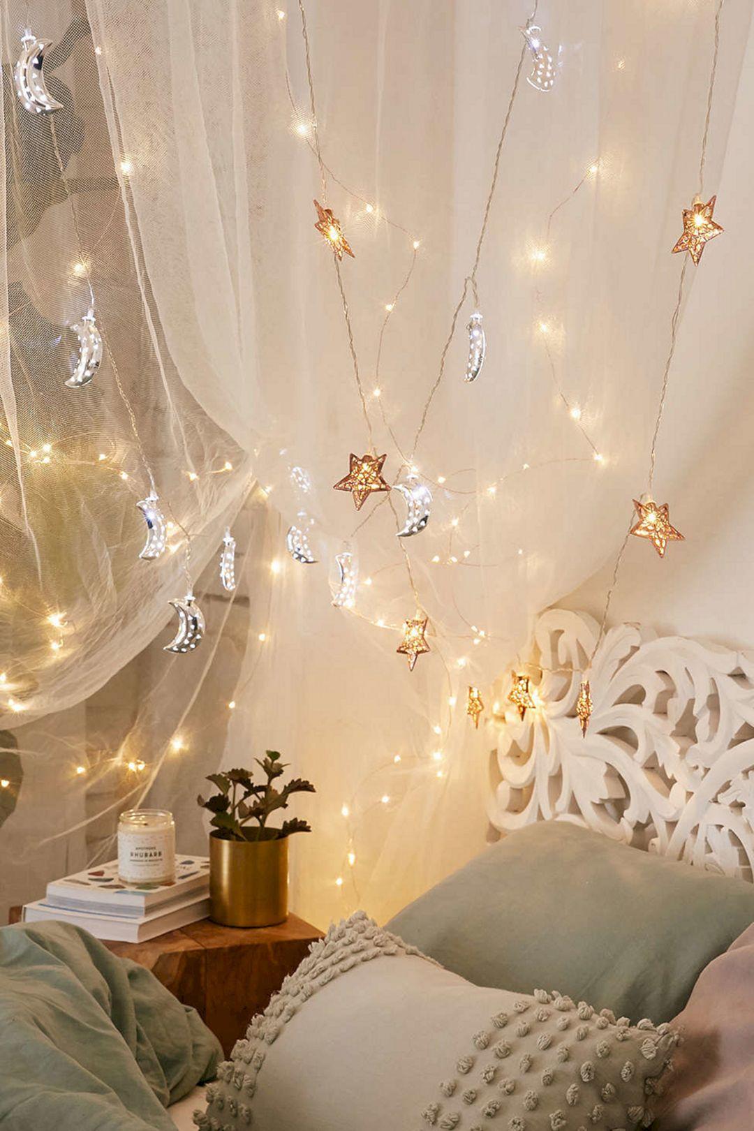 Incredible Yellow Aesthetic Bedroom Decorating Ideas 26 Decoredo