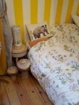 Incredible Yellow Aesthetic Bedroom Decorating Ideas 34