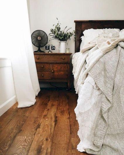 Rustic Farmhouse Style Master Bedroom Ideas 31
