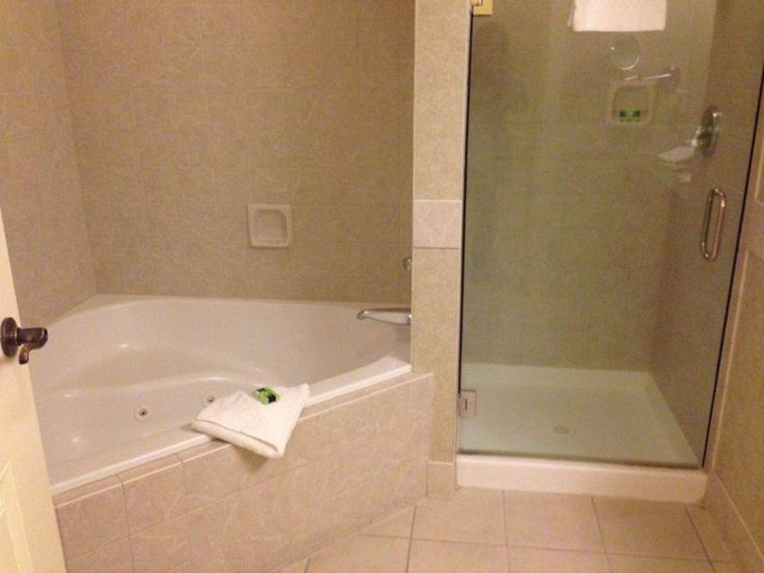 Corner Soaking Tub and Shower Combo – DECOREDO