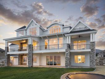 Farmhouse Exterior Design 11