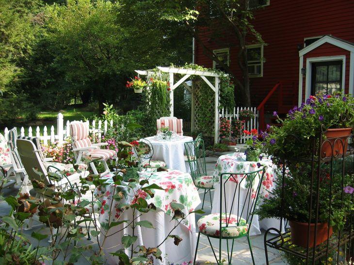 Outdoor Dining in Your Garden 117