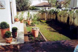 Urban Backyard Design Ideas 8