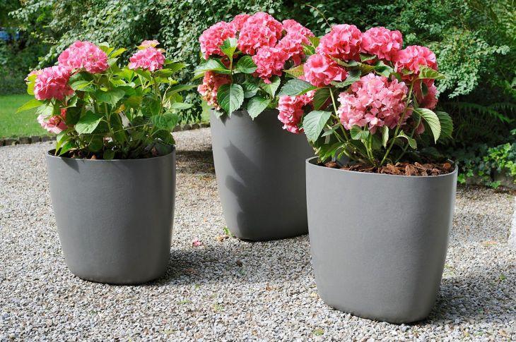Contemporary Outdoor Planters Ideas 13