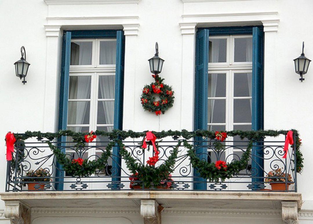 Wonderful Christmas Balcony Ideas