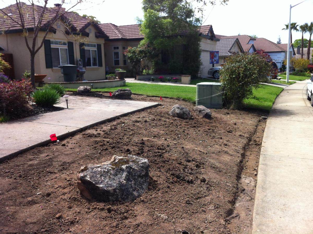 Front Yard Landscaping With Rocks 39