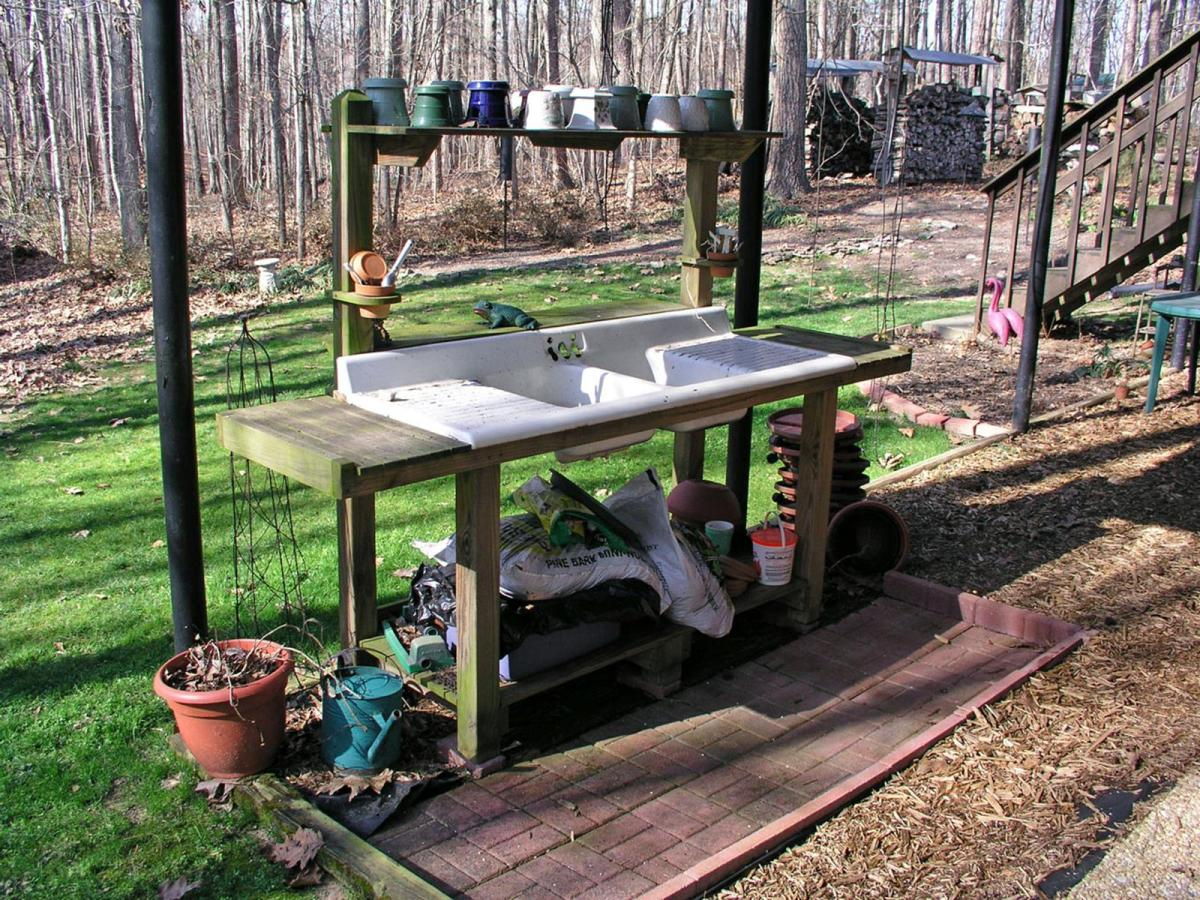 Outdoor Garden Potting Bench Design Ideas 15