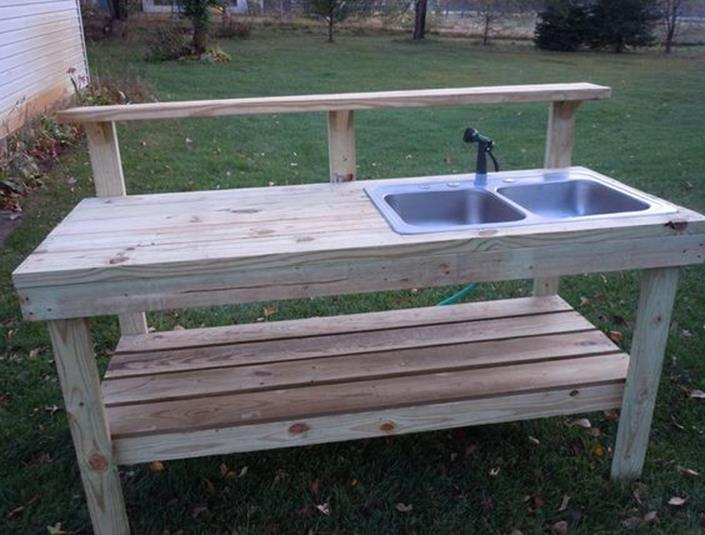 Outdoor Garden Potting Bench Design Ideas 6