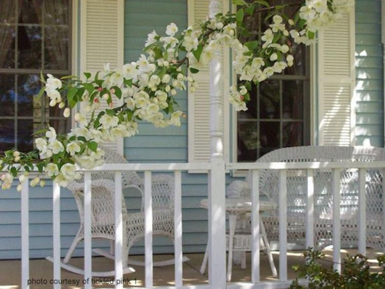 Country Front Porch Spring Decorating Ideas 1