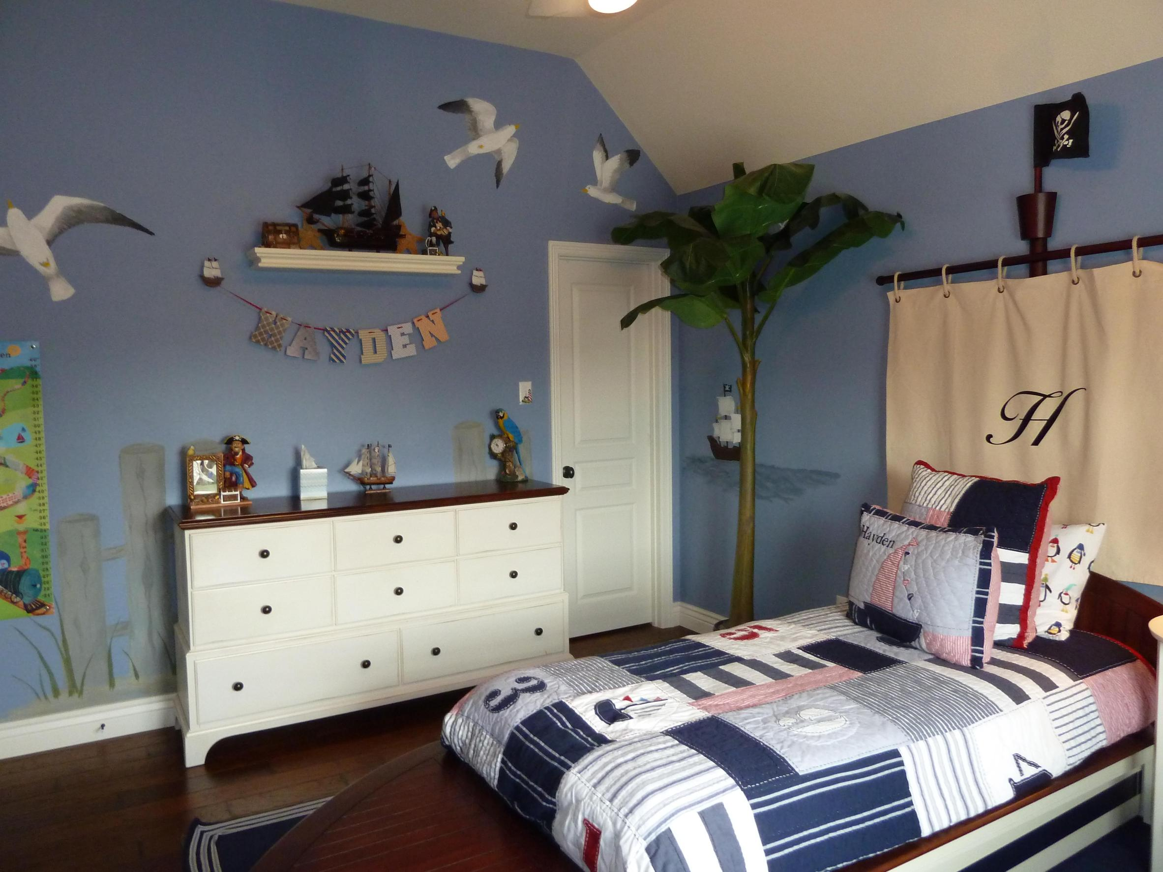 Nautical Themed Bedroom Design and Decor Ideas 32
