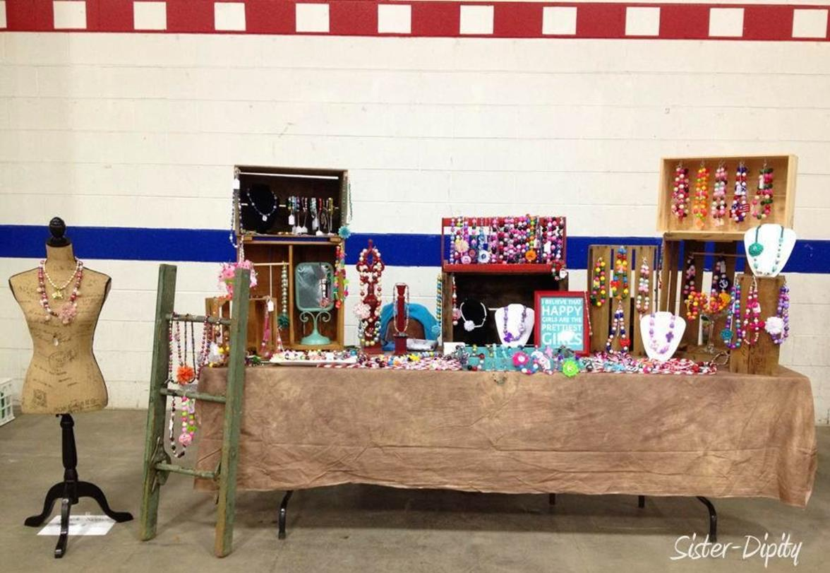 Inexpensive Shabby Chic Craft Table Ideas 46
