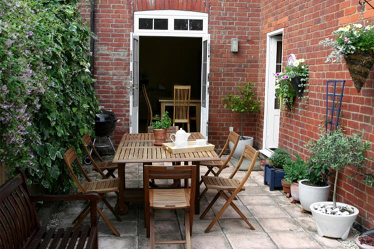 Perfect Small Outdoor Spaces Design Ideas 33