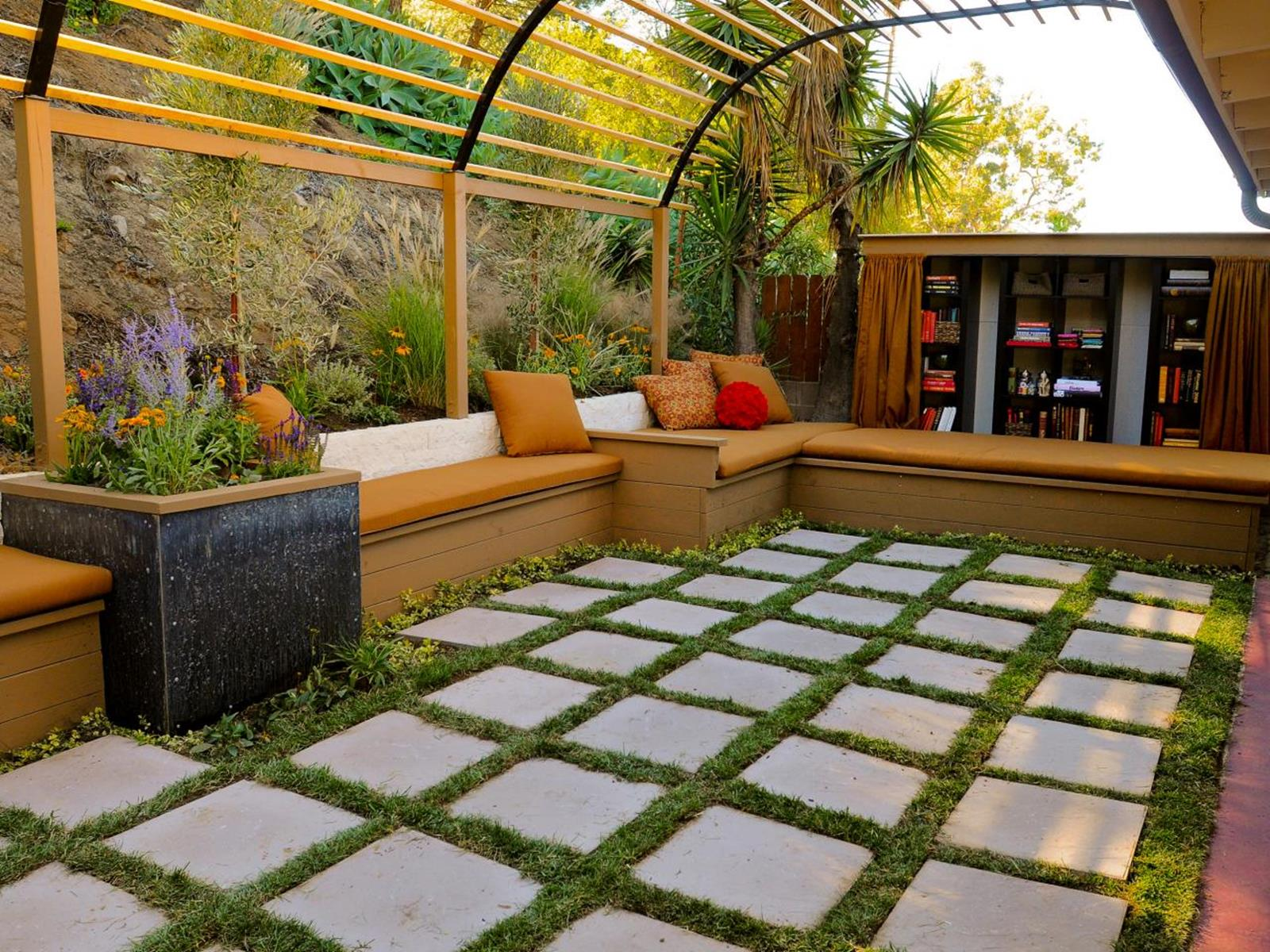 Perfect Small Outdoor Spaces Design Ideas 48