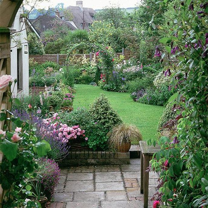 Stunning Country Cottage Gardens Ideas 22