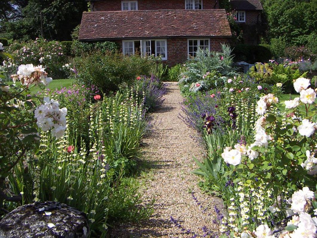 Stunning Country Cottage Gardens Ideas 26