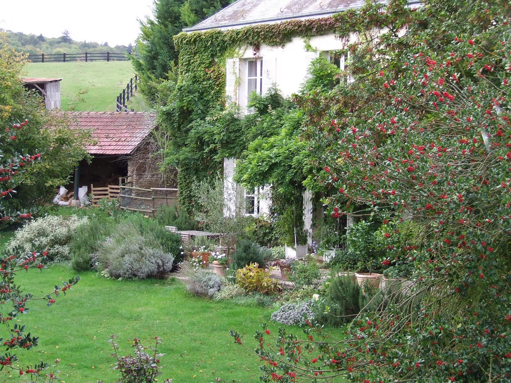 Stunning Country Cottage Gardens Ideas 35