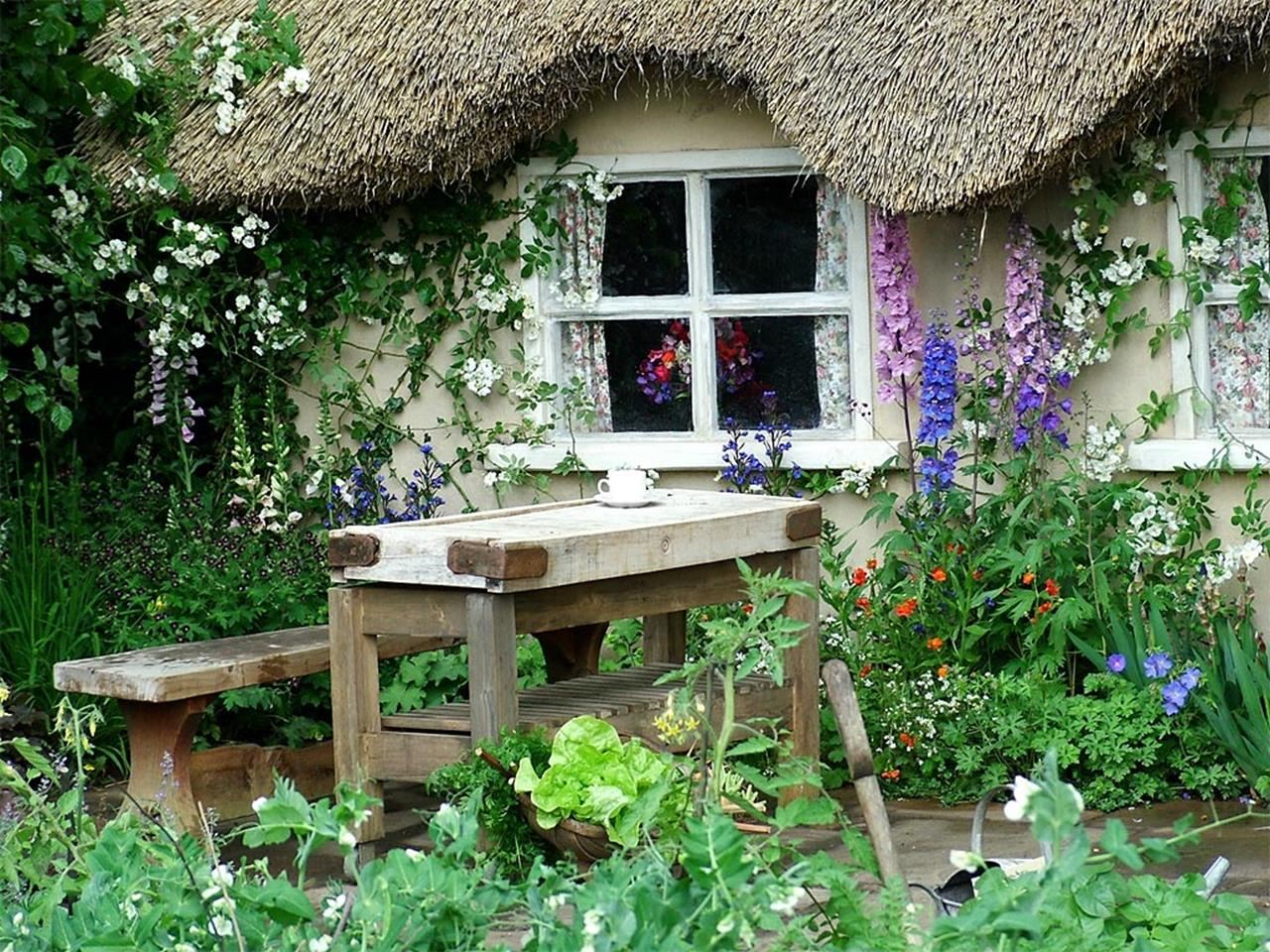 Stunning Country Cottage Gardens Ideas 5