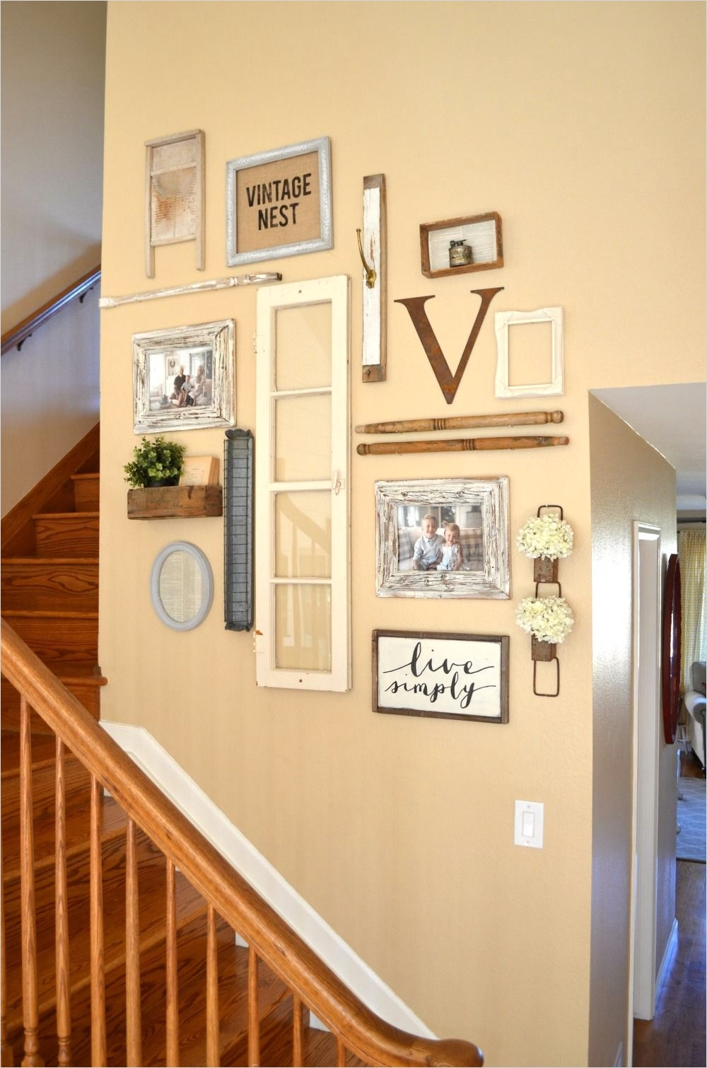 39 Stunning Farmhouse Hallway Decorating Ideas 94 Staircase Gallery Wall & A Collection Of Vintage Treasures 5