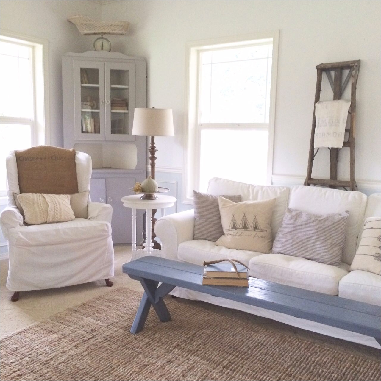 42 Cozy Country Farmhouse Living Room 36 A Blog About Farmhouse Style Design Country Living Home Decorating Family and Parties 7