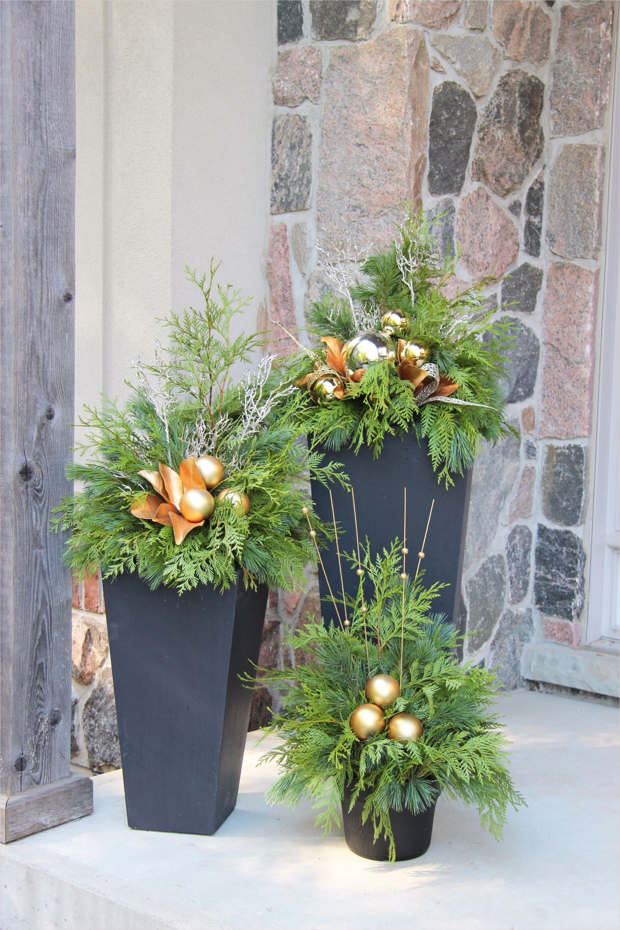 42 Beautiful Christmas Outdoor Pot Decorations Ideas 71 Outdoor Christmas Planter All About Christmas Decorations Pinterest 2