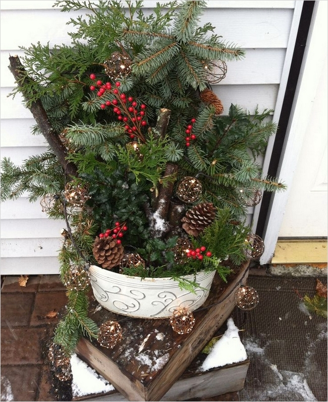 42 Beautiful Christmas Outdoor Pot Decorations Ideas 62 Outdoor Christmas Decoration Ideas 30 Simple Displays 3