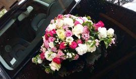 Composition florale pour la voiture