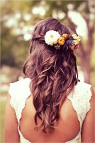 Peigne fleuri pour la mariée ou les demoiselles d'honneur