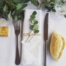 Rond de serviette marque place champêtre avec cordelette et incrustation d'eucalyptus