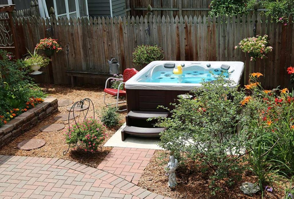 Small Backyard Ideas with Hot Tub 18