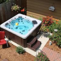 30 Incredible Hot Tub Suitable for Small Backyard