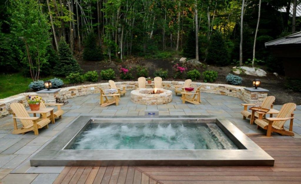 Small Backyard Ideas with Hot Tub 28