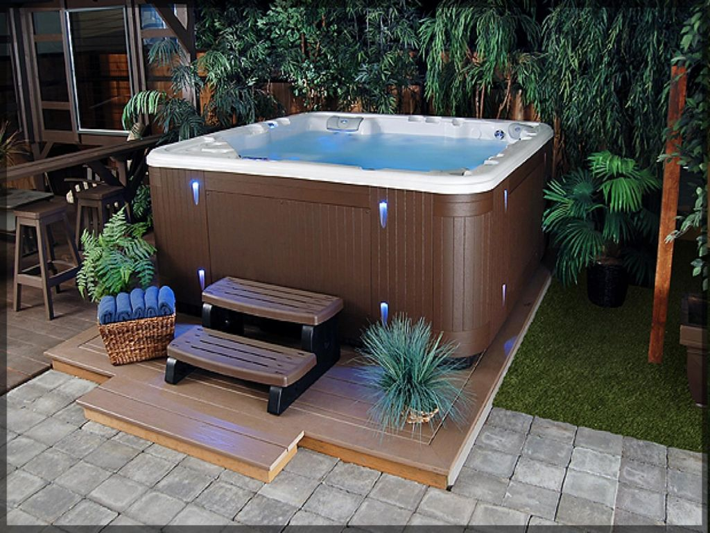 Small Backyard Ideas with Hot Tub 30