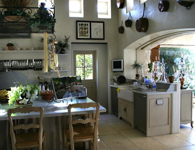 Gourmet Farmhouse Kitchen 23