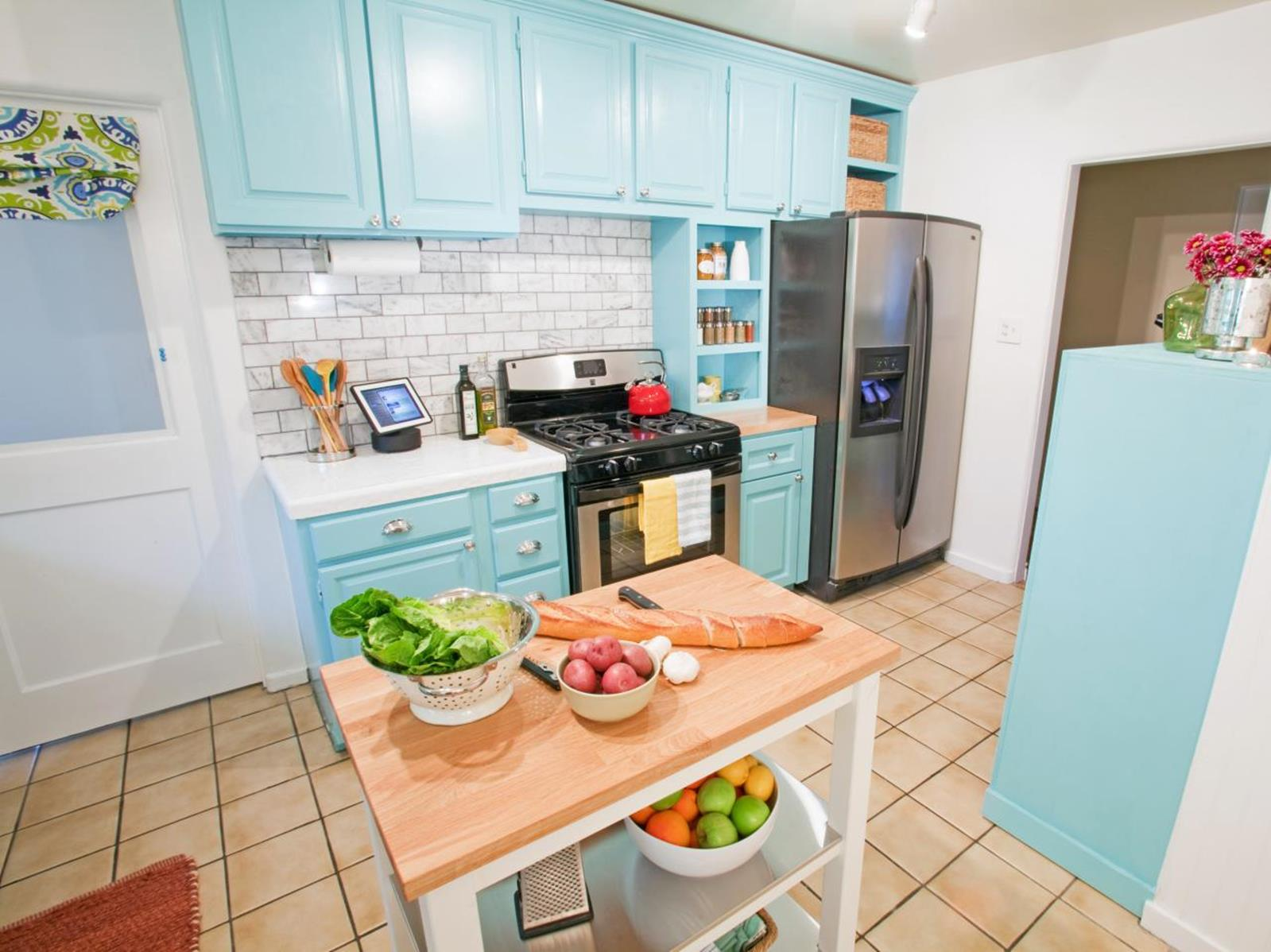 Projects to Make Kitchen More Neat and Beautiful 24