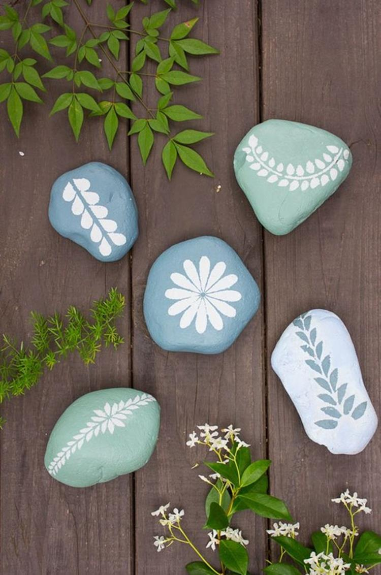 Simple Painted Rock Ideas For Garden 10
