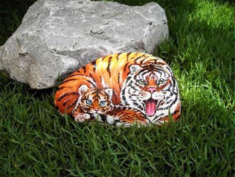 Simple Painted Rock Ideas For Garden 18